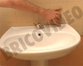 Lissage du joint de silicone lisser tanche baignoire astuces conseils videos bricolage - Lisser joint silicone ...