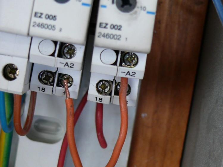 Comment brancher une sonnette carillon de porte lumineuse - Comment installer une sonnette filaire ...