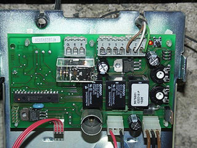 Motorisation porte de garage branchement des fils for Branchement porte garage electrique