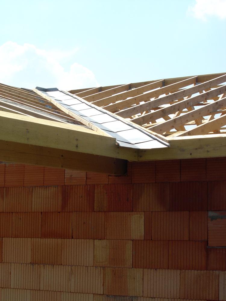 Fondations construction maison ma onnerie conseils - Noue en zinc ...