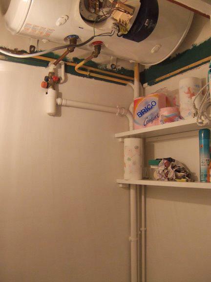 question plomberie probl me refoulement sanibroyeur raccord s au m me tuyau ballon d 39 eau chaude. Black Bedroom Furniture Sets. Home Design Ideas
