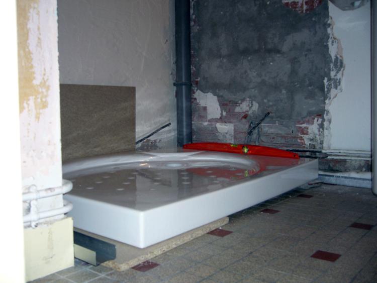 bricolage plomberie sur l vation et calage d 39 un receveur de douche en gr s. Black Bedroom Furniture Sets. Home Design Ideas