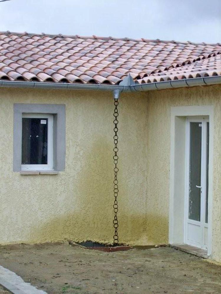 Cha ne d 39 eau pluviale conseils forum toiture vacuation des eau de pluies - Comment installer des gouttieres ...