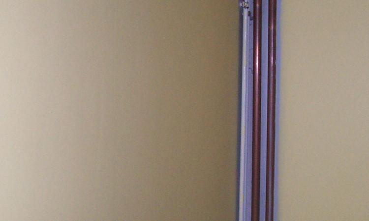 D coration dissimuler des tuyaux fabriquer colonne en for Comment cacher des tuyaux