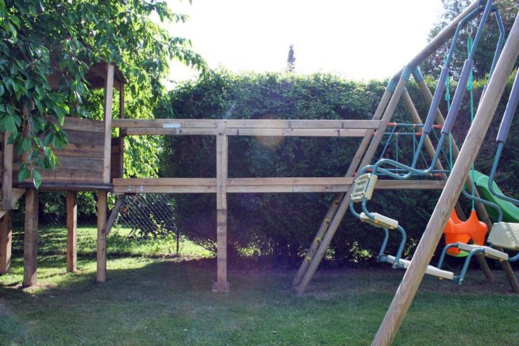 plan fabrication cabane pour enfants planches de bois bricolage maison construire une cabane. Black Bedroom Furniture Sets. Home Design Ideas