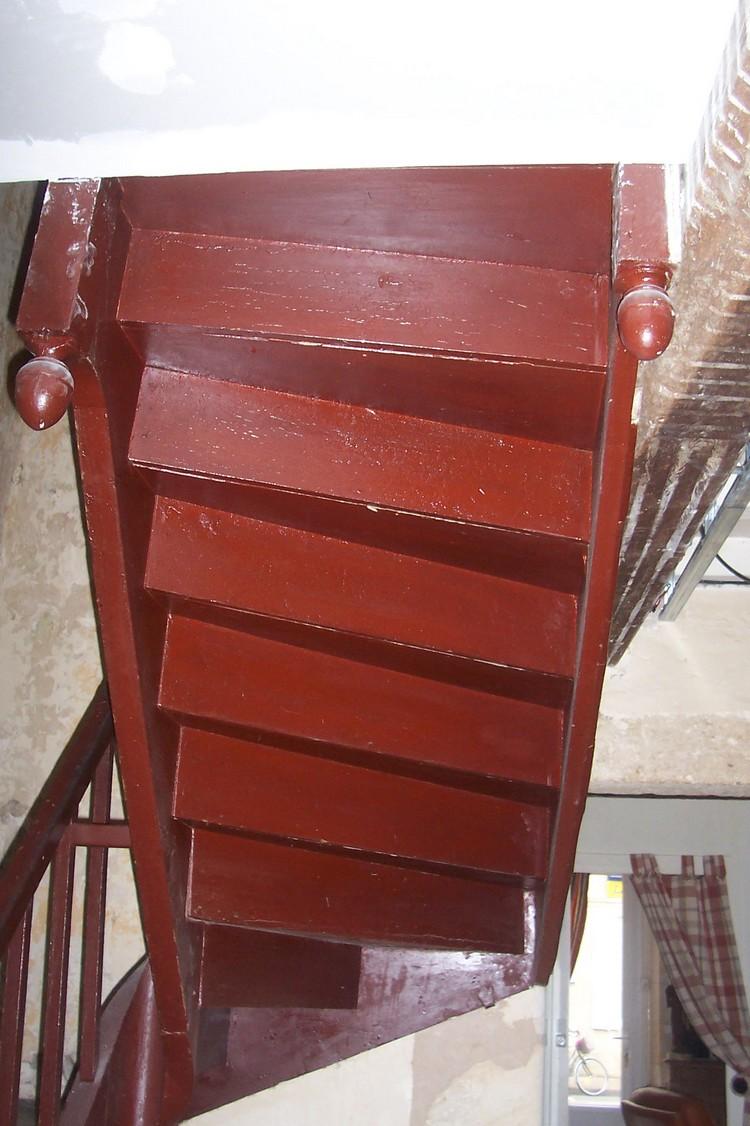 forum menuiserie r novation escalier en bois recouvert de peintures peut on sabler plancher sablage. Black Bedroom Furniture Sets. Home Design Ideas