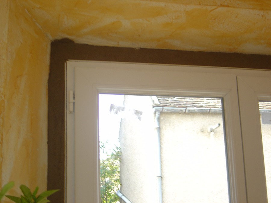 Probl me pose de fen tres pvc ciment fissure pattes de for Pose fenetre renovation