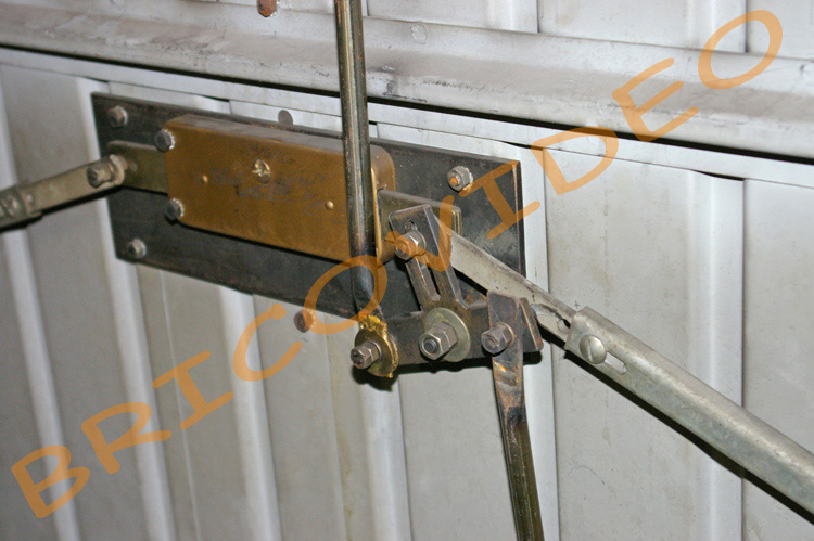 S curit porte de garage conseils blindage des portes for Cadenas porte de garage basculante