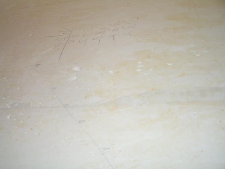 pr paration des murs avant pose de papier peint peindre sous couche peinture avec un rouleau